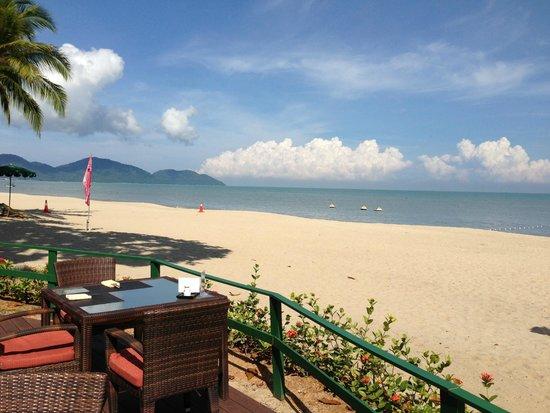 Shangri-La's Rasa Sayang Resort & Spa: What a view - sit and gaze all day from GW pool