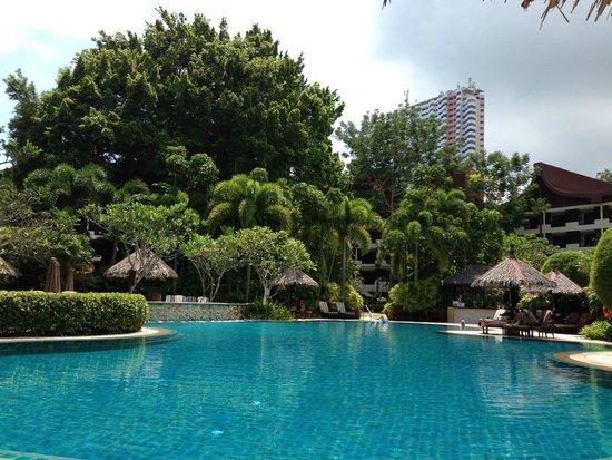 Shangri-La's Rasa Sayang Resort & Spa: Rasa Wing Pool - peace and tranquility