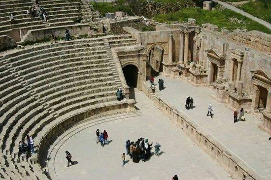 Ruinas de Jerash: Large amphitheatre