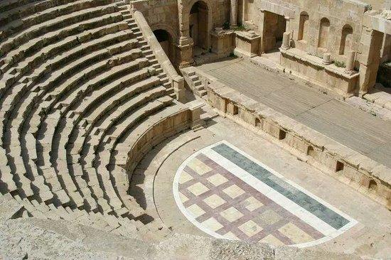 Ruines de Gérasa : Small amphitheatre