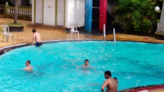 Alor Grande Holiday Resort: Summing pool