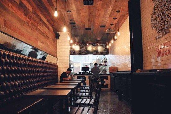 Brooklyn Pizza Express: Inside