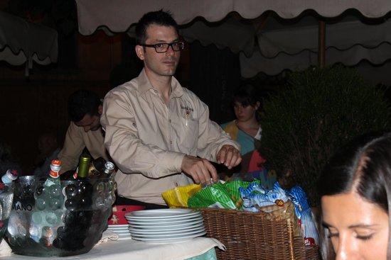 Santa Lucia Ristorante: Официант