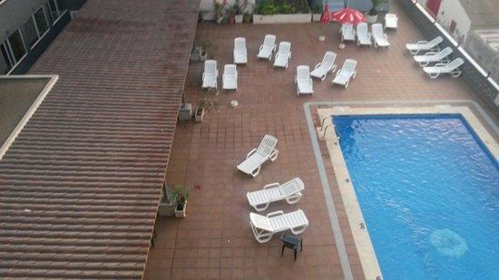El Puerto Hotel Apartments: Stanza con vista piscina