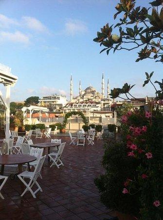 Armada Istanbul Old City Hotel: Uitzicht tijdens ontbijt!