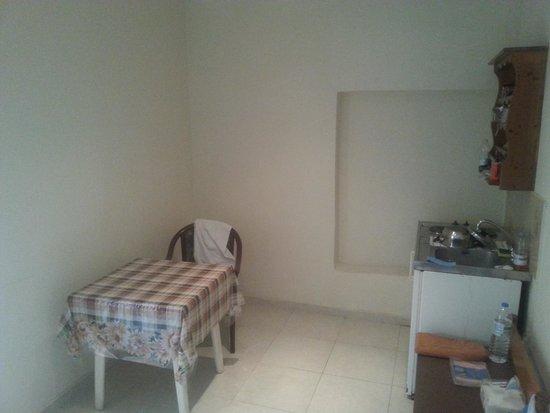 Panorama Hotel Apartments : Ingresso e cucina
