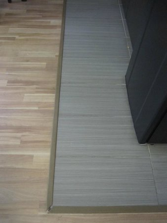 Studio 6 Willows: Yeah, let's not use trim pieces that actually fit the flooring we used...