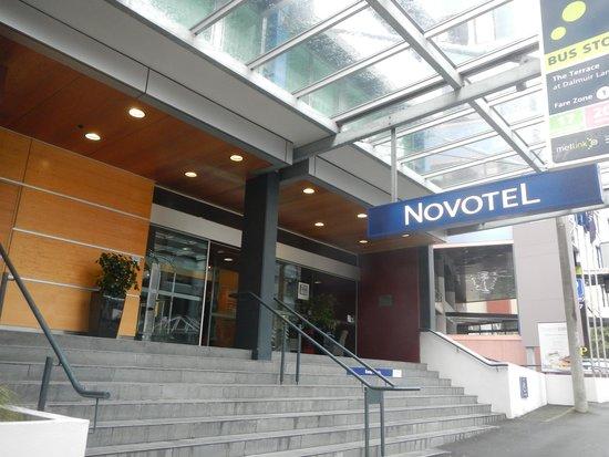 Novotel Wellington : Front entrance.