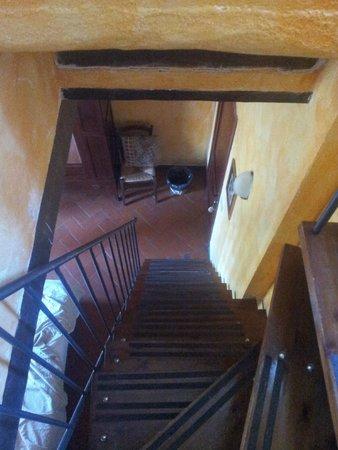 La Bandita Hotel Siena: Escalera para bajar a la habitacion