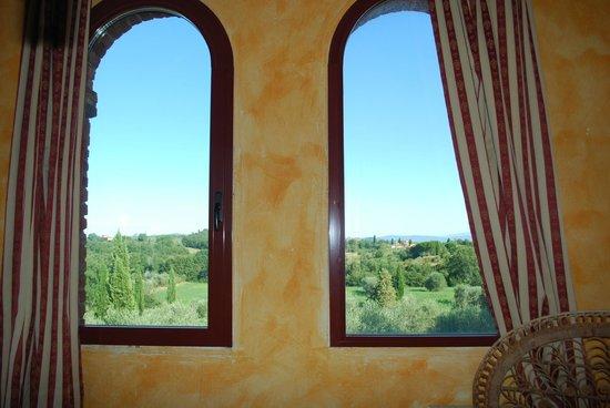 La Bandita Hotel Siena: Ventalanl del baño 2