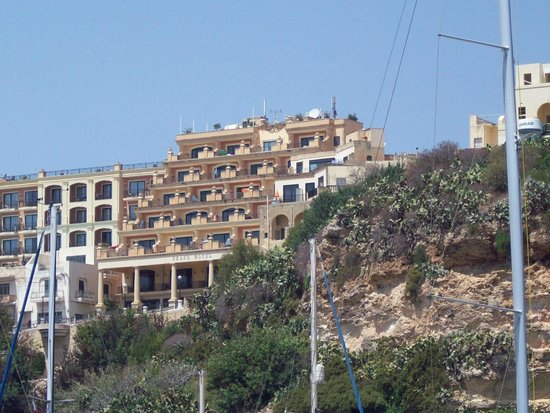 Grand Hotel Gozo: View of hotel from the Harbour