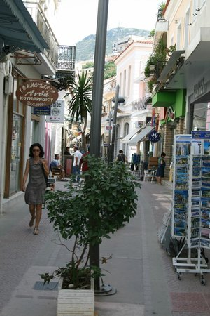 Hotel Odysseas: Vathy shopping strip