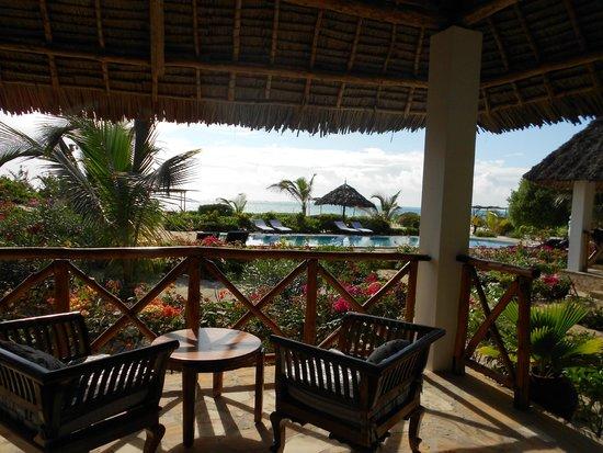 Next Paradise Boutique Resort : dalla terrazza della camera, mare e piscina