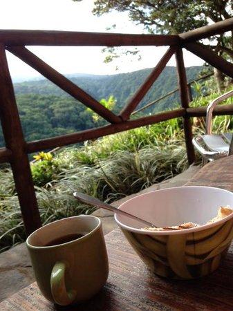 Rainbow Valley Lodge: Breakfast on the Patio