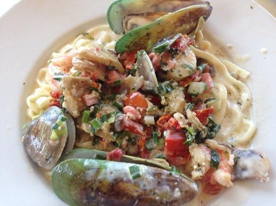 Monterey's Fish House: Pasta ai carciofi e fritti di mare