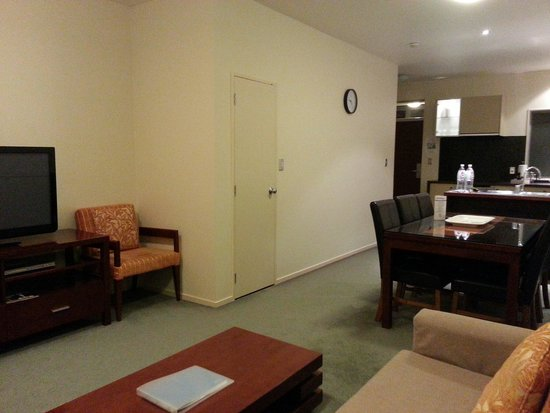 Ramada Resort Rotorua Marama: Kitchen & living