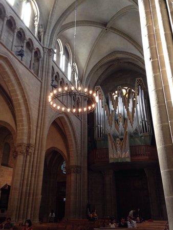 Kathedrale St-Pierre: El órgano