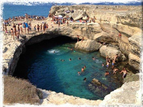 Piscina naturale picture of grotta della poesia roca - Piscina naturale puglia ...