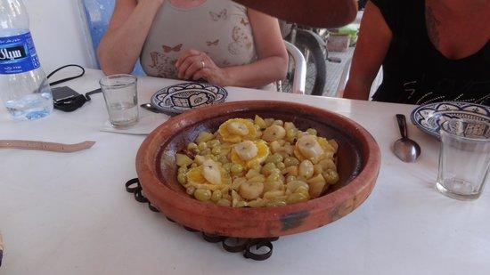 Chez hosni : Tajine de fruits frais avec une pointe de cannelle