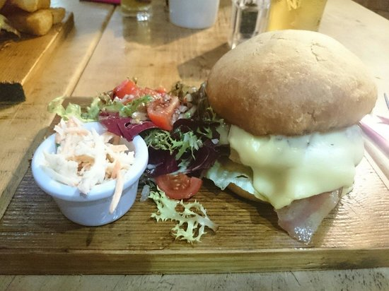 Foundry Hill Bar and Lounge: Jucy Lucy