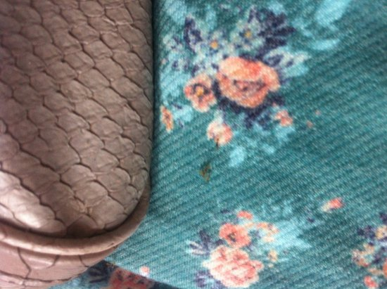 Phi Phi Bayview Resort: Ants on my handbag & daughters clothes