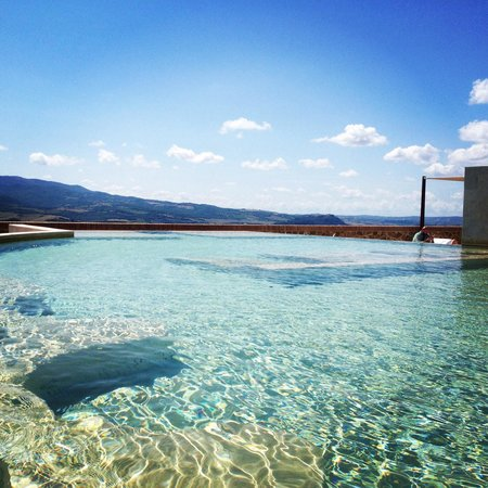 Castello di Velona Resort, Thermal Spa & Winery: Pool view... Amazing!