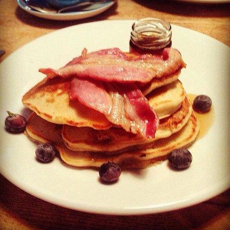 Brew and Brownie: Pancakes!