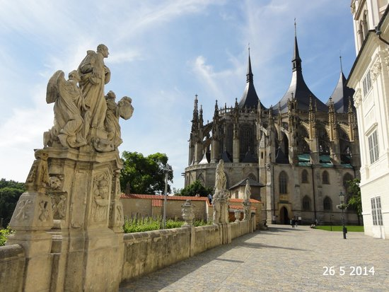 Cathedral of St. Barbara: The promenade approaching the cathedral