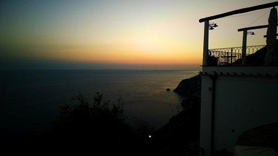 La Casa del Melograno: Il tramonto dalla nostra stanza