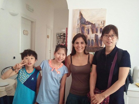 Domus Quiritum B&B : Dear Lucilla. We were so happy in your house.Thank for all your help~^^Thank you!