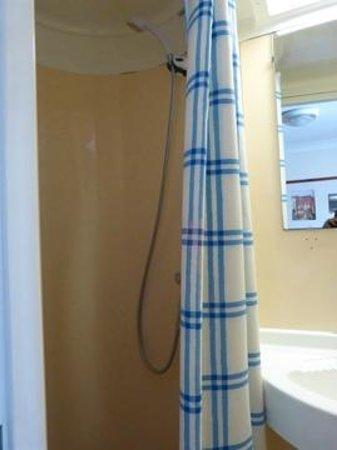The Belvedere: shower