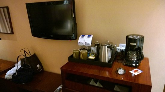 Four Points by Sheraton Suzhou: Beverages (Note Coffee maker)
