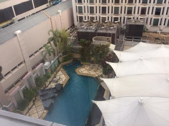 Peninsula Excelsior Hotel: main pool from room