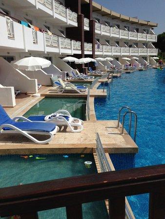 Ephesia Holiday Beach Club: Eau verte pendant au moins 3 jours