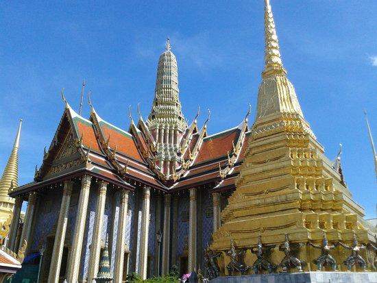Temple of the Emerald Buddha (Wat Phra Kaew): Emerald Buddha Temple