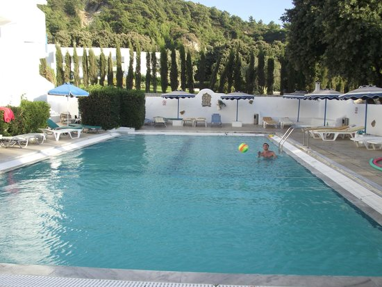 Nathalie Hotel : La piscine pour nous tous seuls !