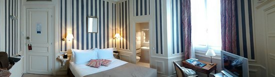 Powers Hotel: Room (panorama)