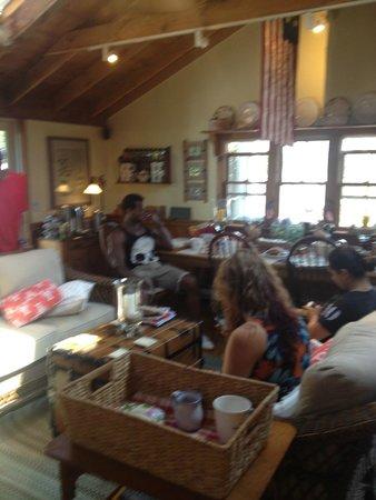 Revere Guest House: breakfast room
