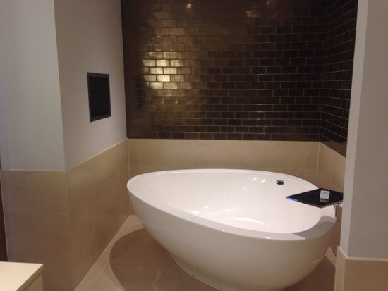 Rudding Park Hotel: I want this bath in my house!!!