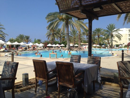 Constantinou Bros Athena Beach Hotel: View from the premium breakfast outside area
