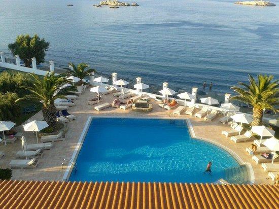 Vista piscina dalla camera picture of electra beach hotel karpathos town pigadia tripadvisor - Hotel piscina in camera ...