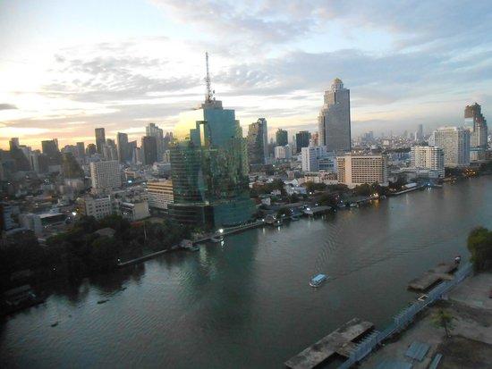 Millennium Hilton Bangkok: Vista su Bangkok al tramonto