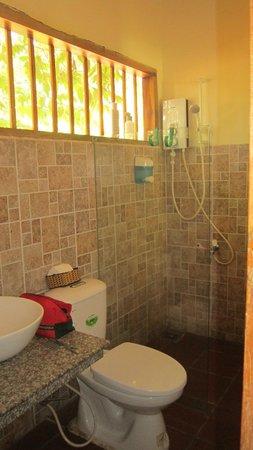 Langchia Village Resort: Baño