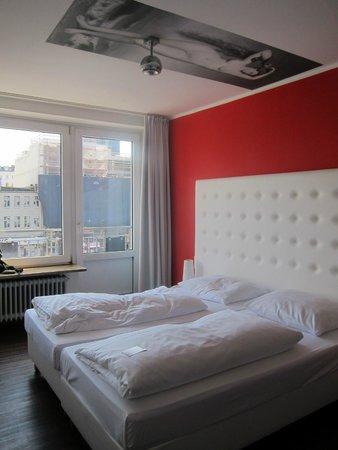 Hotel Monopol: habitación vistas a la calle  reeperbahn