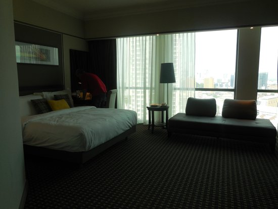 Grand Copthorne Waterfront Hotel: our room