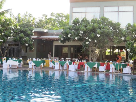 Metadee Resort and Villas : Himmaphan restaurant - BBQ night