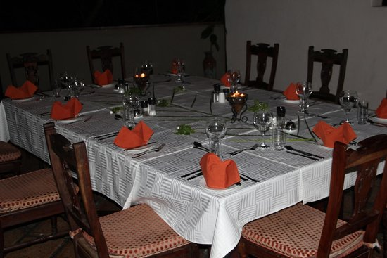 Islands of Siankaba: Dinner table beautifully set