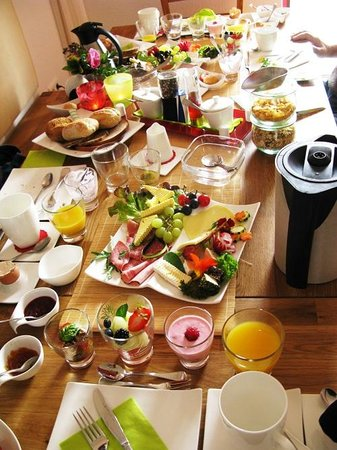 Pension Famos: Delisious, Colourfull, Estetic, Organic and Beautifull breakfast !