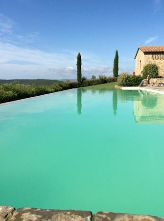 poolen på Il Defizio en tidlig morgen i august.