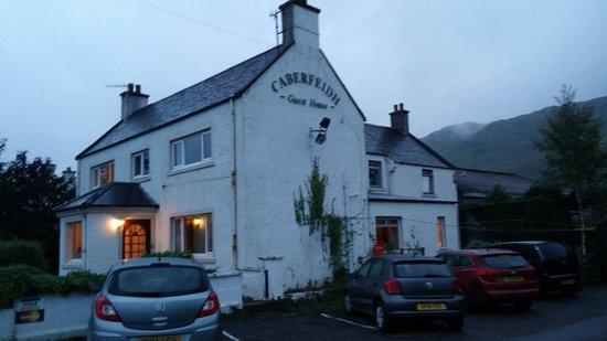 Ardelve, UK: Casa por fuera, no le iria mal una mano de pintura